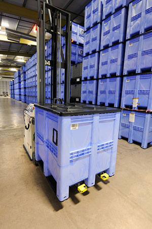 The-GoBox-1311-LRS-can-be-safely-stacked-up-to-seven-boxes-high
