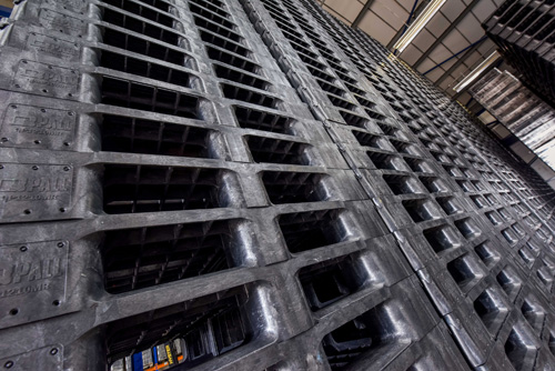 You-shouldnt-stack-pallets-manually-more-than-seven-pallets-high