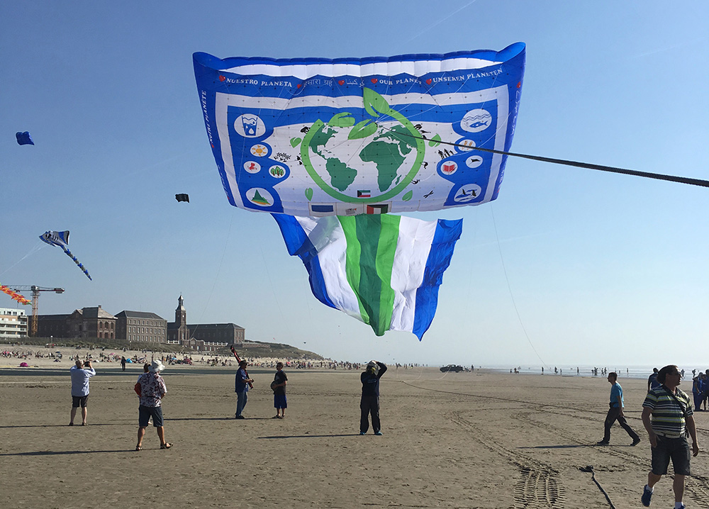 World Record Kite Team Praise Biggest, Gentlest Pallet Box
