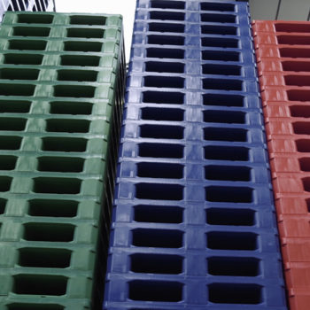 How are plastic pallets made?