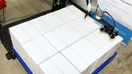 The benefits of automating palletising with robots and plastic pallets